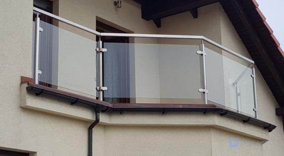 Szklana balustrada balkonowa