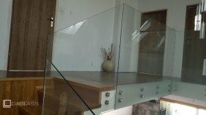 Balustrada szklana wewnętrzna zejście.