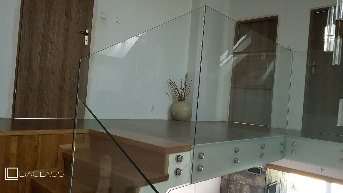 Balustrada szklana schodowa
