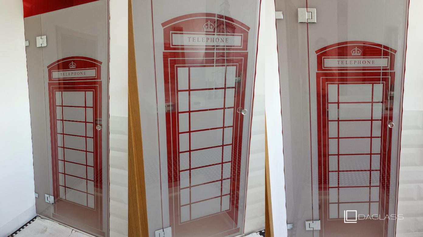 Drzwi szklane z piękną grafiką